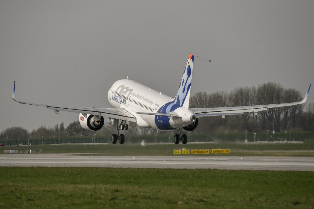 The A319neo takes to the skies for the first time from Hamburg.